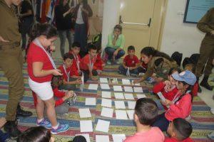 ילדים משחקים במשחק הזיכרון