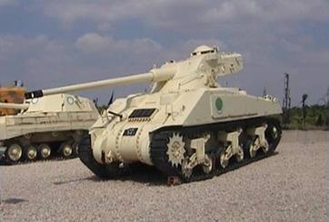 טנק שרמן עם צריח איי.אמ.אקס 13