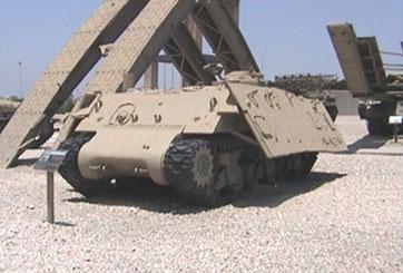 """טנק שרמן """"מפלצת"""" – מטרה נעה"""