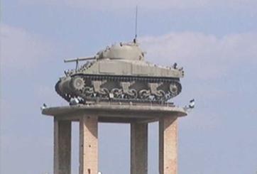 טנק שרמן M4 A1 (על המגדל)
