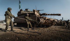 לוחמי 401 מטפלים בטנקים