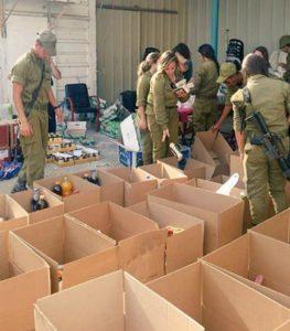 בשיתוף פעולה עם ילדי מועצת בקעת הירדן, ארזו לוחמי אריות הירדן וחיילי חטיבת הבקעה חבילות לתרומה.