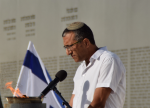 "דוד שמעון כהן, אביו של סרן נתן כהן ז""ל שנפל במבצע ""צוק איתן"", אומר קדיש"