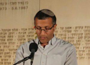 """מר דוד כהן, אביו של סרן נתן כהן ז""""ל, אומר קדיש"""