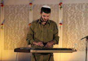 סמל אמיר אֶלָייֵב מלהקה צבאית