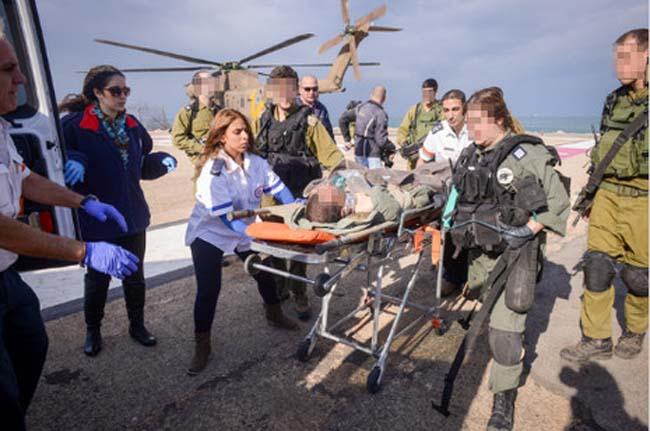 פינויהפצועים בתאונת אימונים בטנק בגולןצילום: מורן מעיין