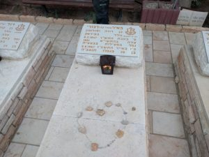 """המצבה כל קברו של מאיר דבורי ז""""ל"""