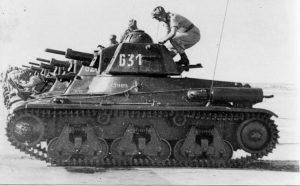 טנקי ההוצ'קיס של פלוגה ו' מגדוד 82 בהתארגנות לתנועה. רק חמישה מתוך ה-10 שנרכשו נמצאו שמישים
