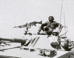 טנקיסטים בטנק שלל אמפיבי מסוג PT76