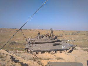 צוות טנק בעוטף עזה