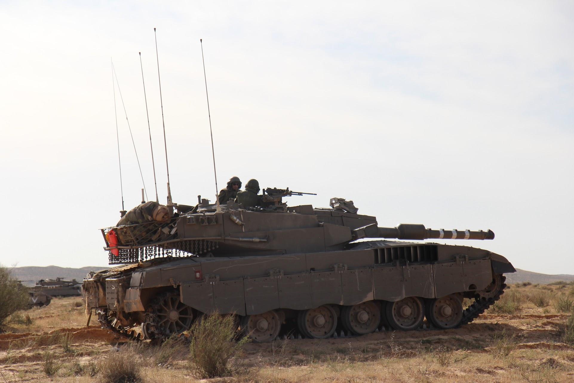 טנק על גבעה