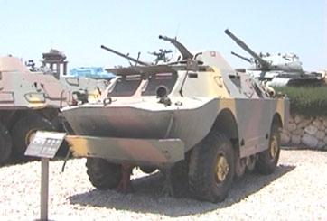 """רכב הסיור מסוג בי. אר. די. אם 2 מתוצרת בריה""""מ סופק גם לצבאות סוריה, מצרים ועירק . בכלי מוצב צריחון בעל מקלע בקוטר 14.5 מ""""מ וכן עמדות תצפית ירי משני צידי המרכב. בכל צד של הרכב מורכבים 2 צמיגים קטנים נוספים המונעים באמצעות שרשרת והניתנים להגבהה והנמכה לצורך שיפור העבירות . השריונית נתפסה על ידי צה""""ל במלחמת יום הכיפורים."""