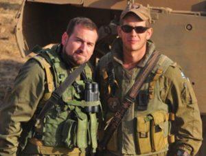 """עם סגן מפקד הגדוד. עמוס ימין. צילום: דובר צה""""ל"""
