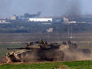"""טנקים במבצע """"צוק איתן"""". צילום: רויטרס"""