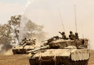 כוחות שריון על גבול רצועת עזה.צילום ארכיון: מירי צחי