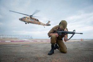 """פינויפצועים מהתקרית אימונים ברמת הגולן בית חולים רמב""""םצילום: מורן מעיין"""