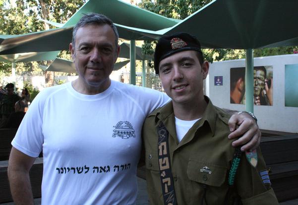"""רס""""ן (במיל') משה כהן – הורה גאה לשריונר – ובנו המט""""ק סמל עומר כהן"""