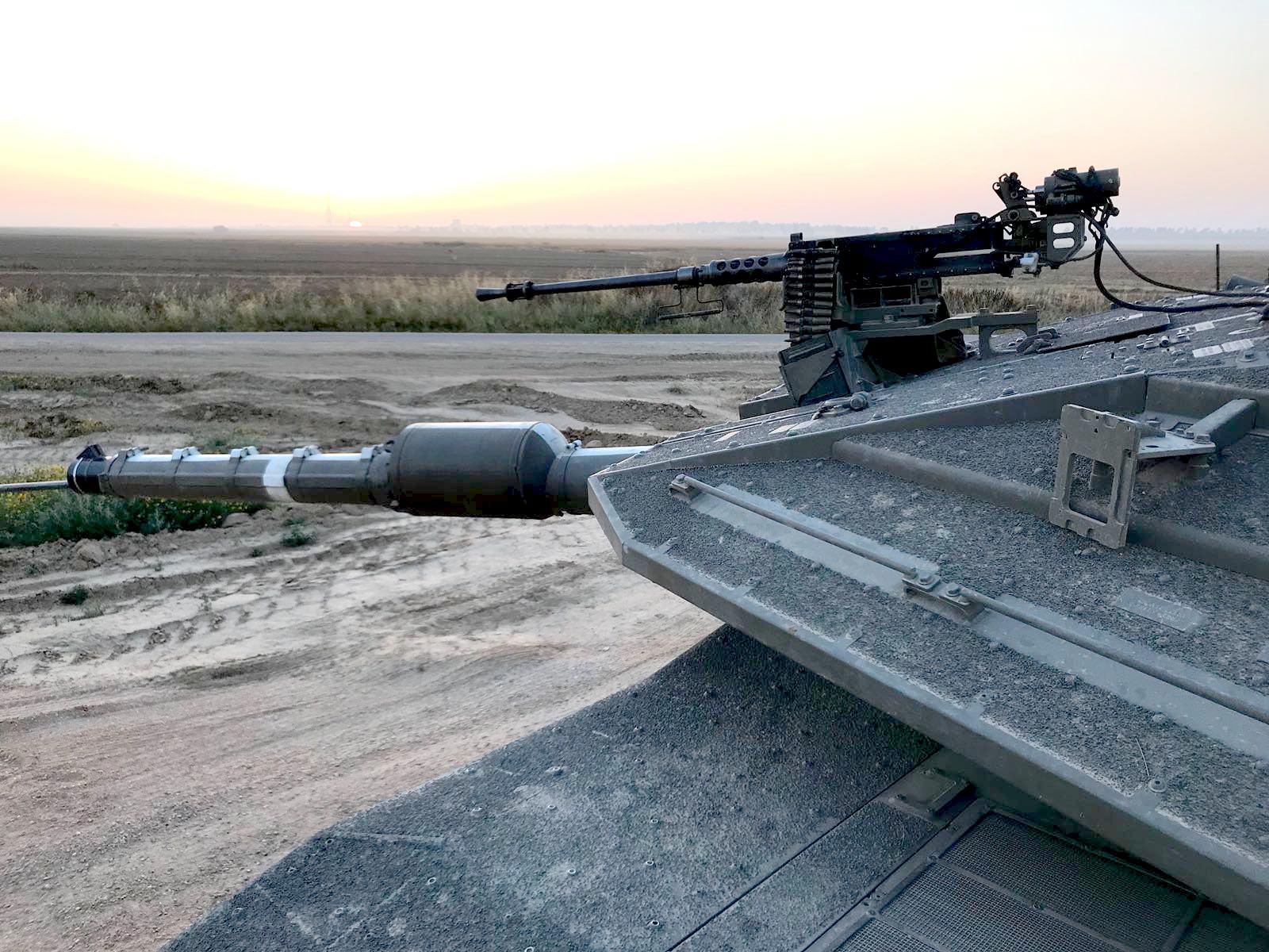 """טנק מרכבה סימן 4מ' """"מצביע"""" לעבר רצועת עזה"""