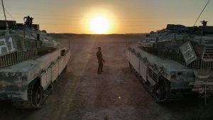 מייקל לובל בזמן ההכשרה לטנקיסט - צילום בין השמשות ובין המרכבות