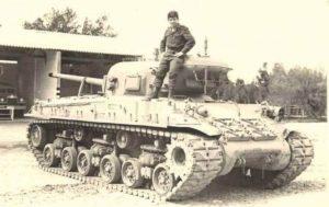 טנק שרמן מסוג M50 אשר הונמך על ידי חיתוך התובה בחלקה העליון. (מקור הצילום לא ידוע)