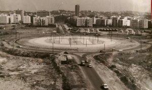 הקמת החניון בכיכר המדינה 1967, ניתן להבחין במספר 11 בלבן במרכז העיגול