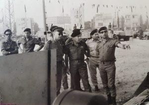 הרמטכל יצחק רבין בחניון השריון ב-1967