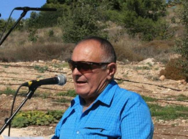 צר פטר וייס, ראש המועצה האזורית גזר, נושא דבריו