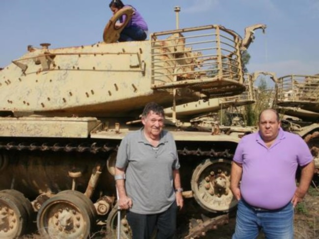 """משמאל: יאיר ליטביץ, עודד מזרחי (אחיו של דני מזרחי הי""""ד) ורעייתו דפנה על הצריח. צילום: דני קריאף"""