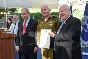 """נשיא המדינה וראשה ממשלה מעניקים את תעודת ההצטיינות לסא""""ל (במיל') הראל נמיר מג""""ד 9115 מחטיבה 205"""