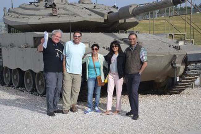 איך אפשר שלא להצטלם ליד טנק המרכבה סימן 4 בלטרון?
