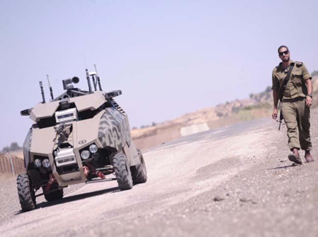 """כלי רכב בלתי מאויש של צה""""ל. צילום: רומן פורצקי / במחנה"""