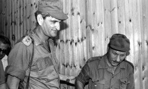 אלוף יאנוש בן גל ומייג'ור סעאד חדד מפקד צבא דרום לבנון