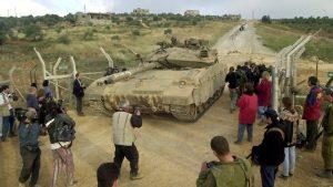 טנק מרכבה יוצא מלבנון צילום: אפי שריר, ynet
