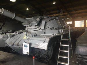 טנק מגח 3 ישראלי מוצב באחד המבנים של מוזיאון השריון בקובינקה ליד מוסקבה.