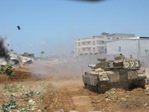 """טנק מג""""ד 82 סא""""ל ארז לב-רן בשכונת זייתון בעזה. צילום באדיבות ארז לב רן"""