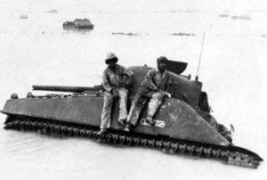 """טנק השרמן """"קוברה"""" שקוע בחוף טארווה"""