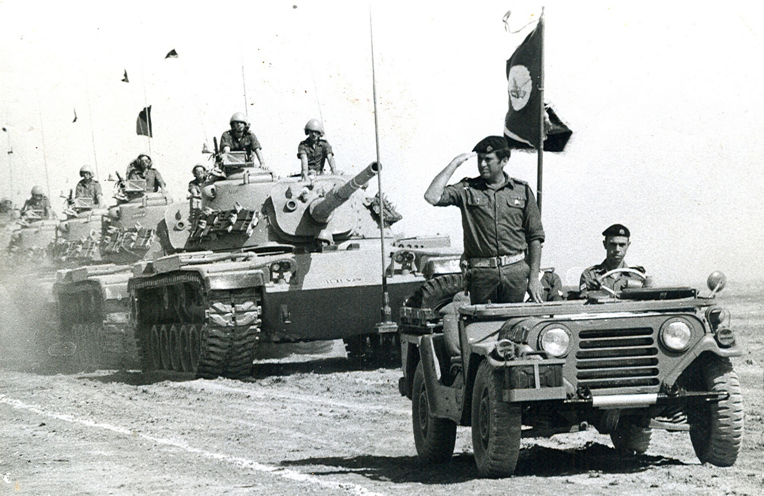 """סא""""ל (לימים תא""""ל) איתן קינן קאולי, מוביל טור של טנקים מסוג מגח 6. צילום: איתן קאולי."""
